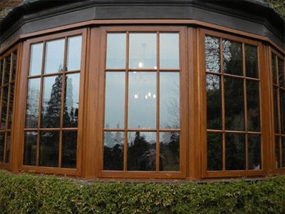 окно из лиственницы со шпроссами