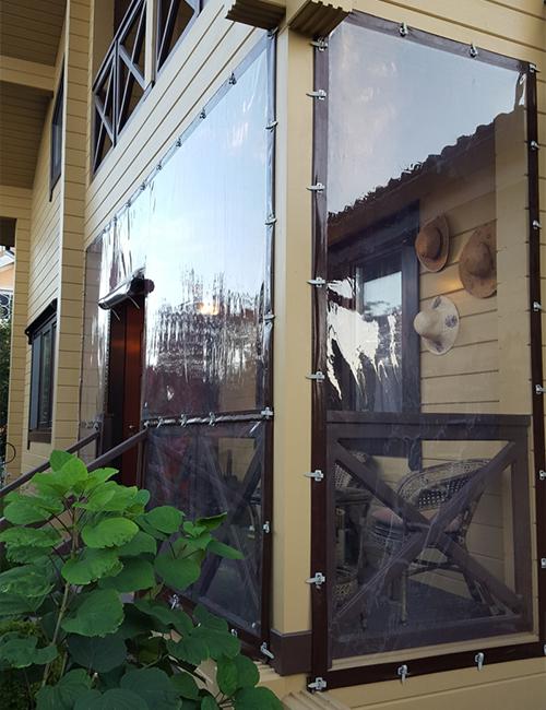 Рулонное окно на веранде